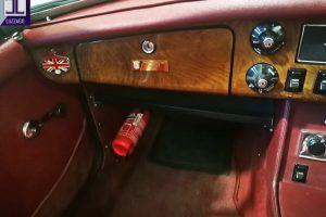 1972 MG B ROADSTER www.cristianoluzzago.it Brescia Italy (28)