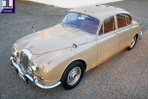 1969 DAIMLER 2500 V8 SALOON www.cristianoluzzago.it brescia italy (6)