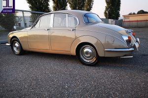 1969 DAIMLER 2500 V8 SALOON www.cristianoluzzago.it brescia italy (8)