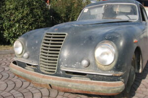 1948 FIAT 1100 VIGNALEbarn find and cleaning (10)