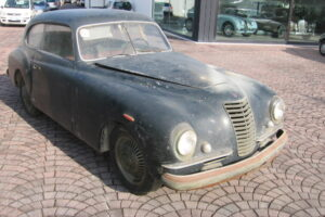 1948 FIAT 1100 VIGNALEbarn find and cleaning (9)