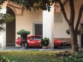 Red passion.  #ferrarigtb #cavallinorampante #vintageferrari #peacefulspot #classiccar #1981cars #italiansdoitbetter🇮🇹 #undertheportico #endlessbeauty
