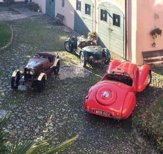 Ladies, ready to join The Blue Room?  #cl_theblueroom #englishcars #britishcars #allardcars #vintagemorgancar #rileycars #italiangardens #vintagepassion #autodepoca #prewarcars