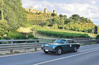 Memory from Coppa Garisenda, thanx to Bologna Auto Storiche for the lovely pic.  #astonmartindb6 #britishcars #englishcars #tuscanlandscapes #coppagarisenda2021 #collinetoscane #carcollectors #monteriggionicastle